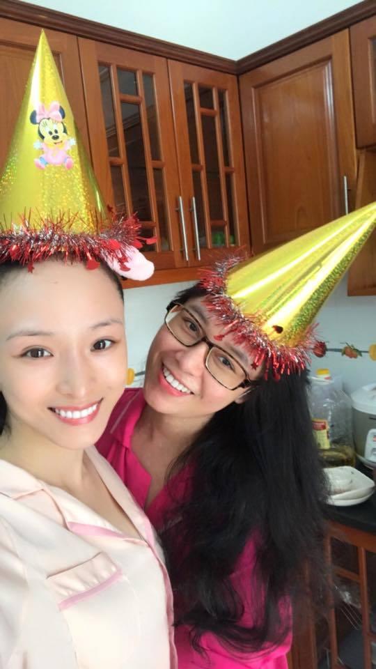 Trương Hồ Phương Nga hạnh phúc chúc mừng sinh nhật Thùy Dung