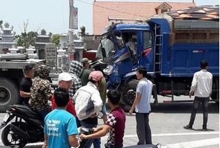 Thái Bình: 2 xe ben va chạm, tài xế mắc kẹt trong cabin