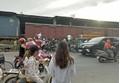 Hà Nội: Sang đường thiếu quan sát, nam thanh niên đi xe máy bị tàu hỏa tông tử vong