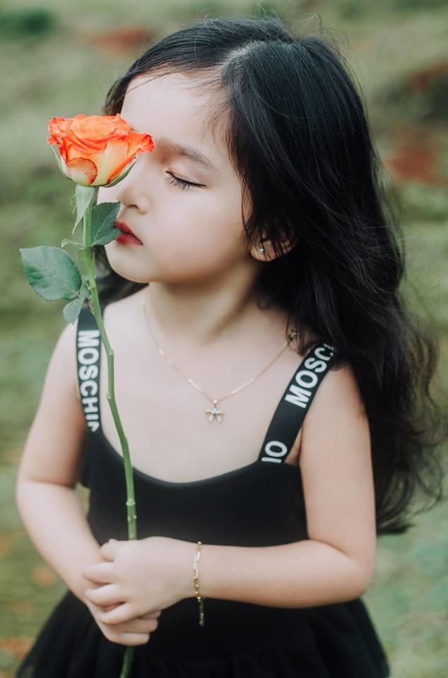 Bé gái xinh đẹp ở Đắk Nông thay đổi hình ảnh để đóng phim2