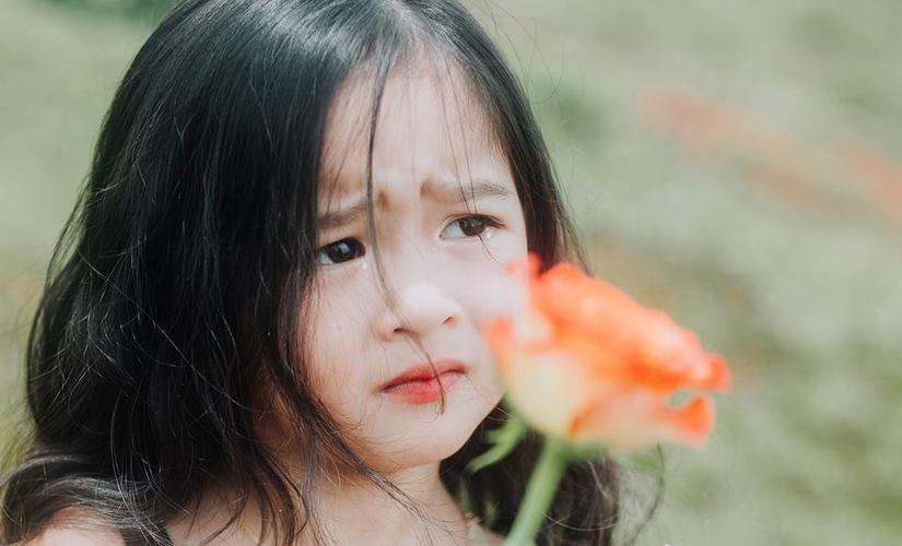 Bé gái xinh đẹp ở Đắk Nông thay đổi hình ảnh để đóng phim