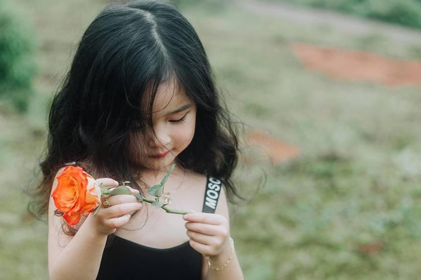Bé gái xinh đẹp ở Đắk Nông thay đổi hình ảnh để đóng phim4