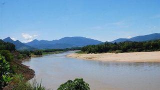 Trượt chân khi đi bắt nghêu, 2 chị em đuối nước trên sông Thu Bồn