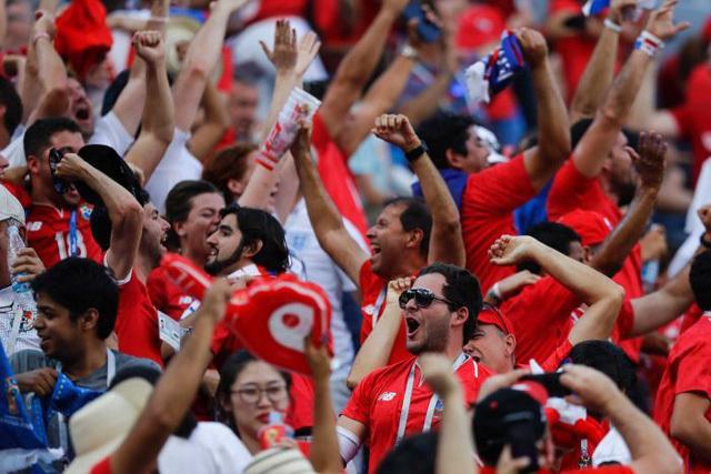 cổ động viên Panama vẫn ăn mừng tới bến như giành cúp vô địch