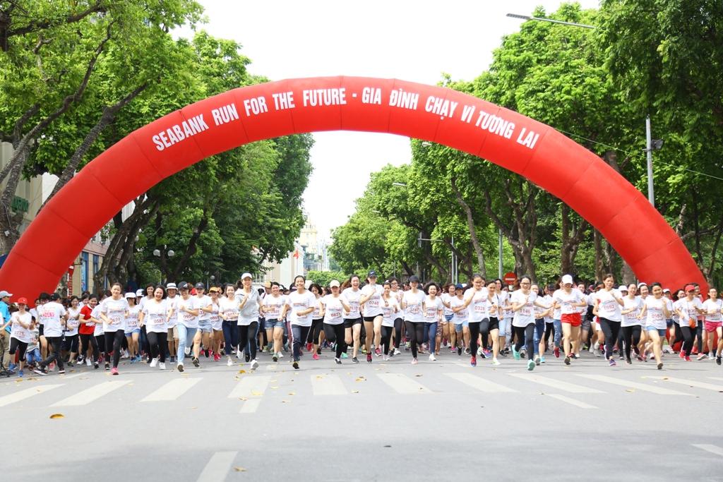 Hơn 1.500 vận động viên tham gia giải 'gia đình chạy vì tương lai'