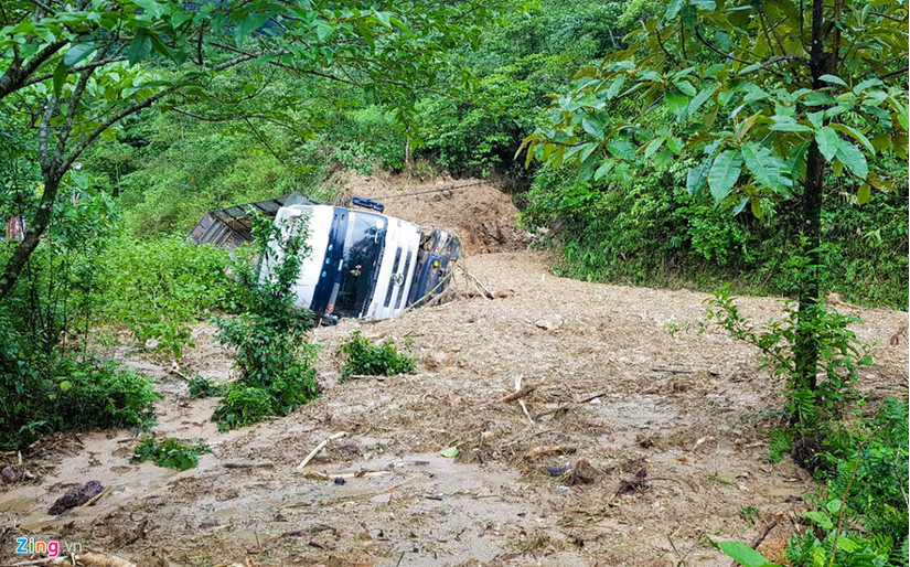 Quốc lộ 279 bị chia cắt vì sạt lở đất, Bắc Bộ tiếp tục mưa diện rộng