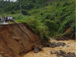 Nhiều tuyến đường tại Lai Châu bị sạt lở nghiêm trọng, người dân khốn khổ vì giao thông tê liệt