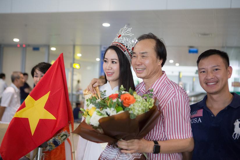 Vừa về nước, tân hoa hậu Dương Thùy Linh tham gia phòng chống đuối nước trẻ em