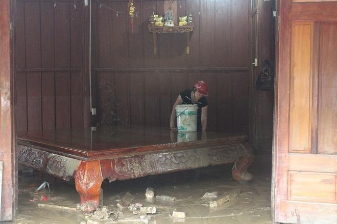 Sau mưa lớn, lũ quét ở Hà Giang còn lại những lớp bùn non