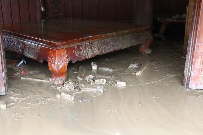 Sau mưa lớn, lũ quét ở Hà Giang còn lại những lớp bùn non2