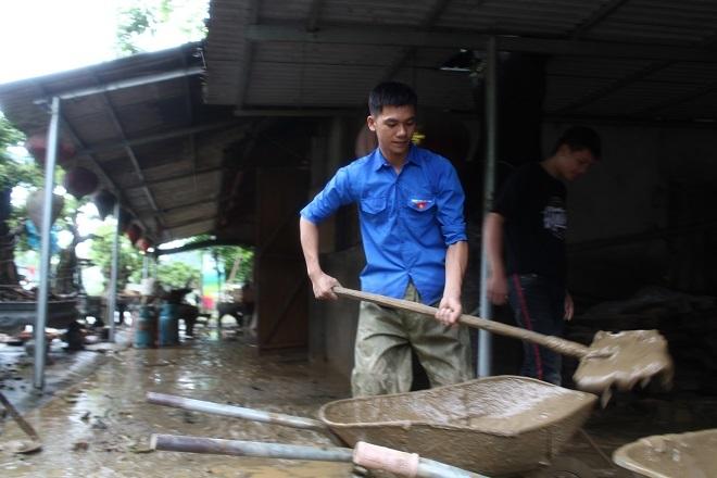 Sau mưa lớn, lũ quét ở Hà Giang còn lại những lớp bùn non4
