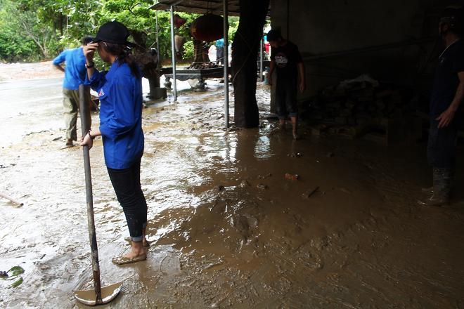 Sau mưa lớn, lũ quét ở Hà Giang còn lại những lớp bùn non5