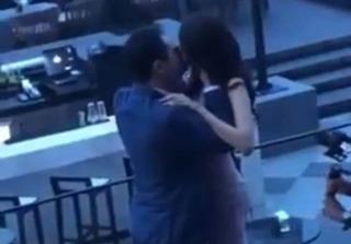 Clip doanh nhân John Tuấn Nguyễn cầu hôn Lan Khuê cực lãng mạn