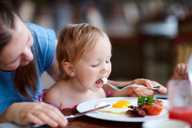 Mách mẹ bí quyết giúp con ăn ngoan, hấp thu dinh dưỡng tốt2