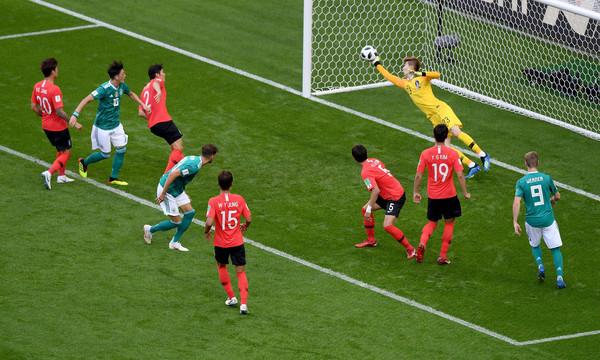 Chẳng ai ngờ thủ môn xuất sắc của Hàn Quốc lại từng bị Văn Toàn chọc thủng lưới