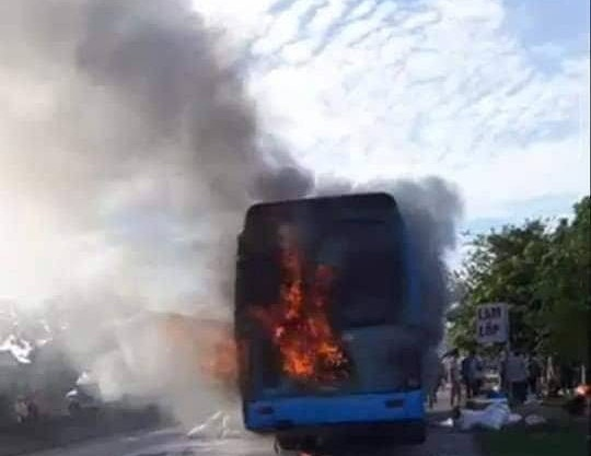Cháy xe khách giường nằm ở Hà Tĩnh, 40 hành khách may mắn thoát chết