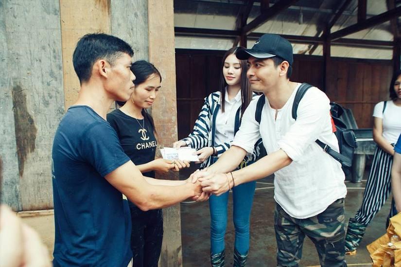 MC Phan Anh nhắn nhủ với các anh hùng bàn phím chuyện 'từ thiện làm màu'