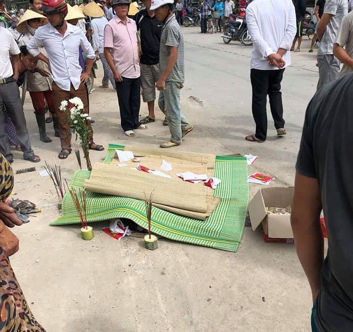 Thanh Hóa: Xe máy va chạm với xe tải, 1 người tử vong tại chỗ2