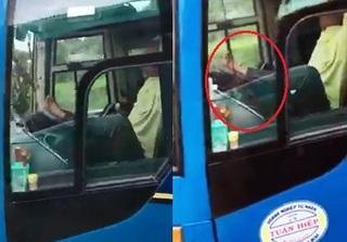 Tài xế dùng chân lái xe khách trên cao tốc: 'Ngồi lâu, bị chuột rút nên đưa chân lên vô lăng để co giãn'