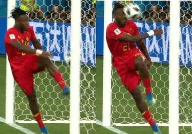 Tiền vệ tuyển Bỉ ăn mừng thảm họa, tự sút bóng vào mặt đau điếng