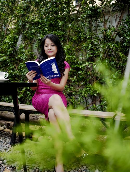 Họa sỹ Lê Thiết Cương làm mới lại bìa và vẽ minh họa cuốn sách Chuyện nhà Dr.Thanh