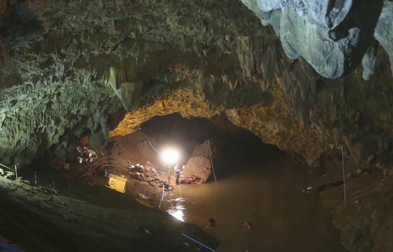 Lực lượng quân sự Mỹ và Anh vào cuộc giải cứu đội bóng Thái biến mất trong hang động