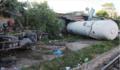Nghệ An: Xe bồn chở ga bị tàu hỏa húc văng cả chục mét, đường sắt Bắc - Nam tê liệt