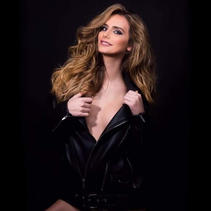 Ngắm đường cong quyến rũ của người đẹp chuyển giới đăng quang Hoa hậu Hoàn vũ Tây Ban Nha 2018