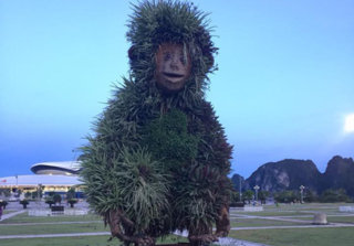 Không chỉ 12 con giáp ở Hải Phòng, tượng chú khỉ với biểu cảm 'khó tả' cũng gây ấn tượng không kém