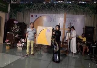Bức tranh Mẹ lấy cảm hứng từ 'Chuyện nhà Dr. Thanh' được bán giá 70 triệu đồng