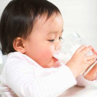 Mẹ làm sữa gạo lứt thơm ngon giúp con giải nhiệt, tăng cân trong đợt nắng kỷ lục