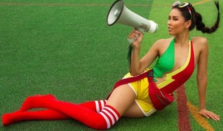 Á hậu Nguyễn Thị Loan sexy hết cỡ cổ vũ World Cup 2018
