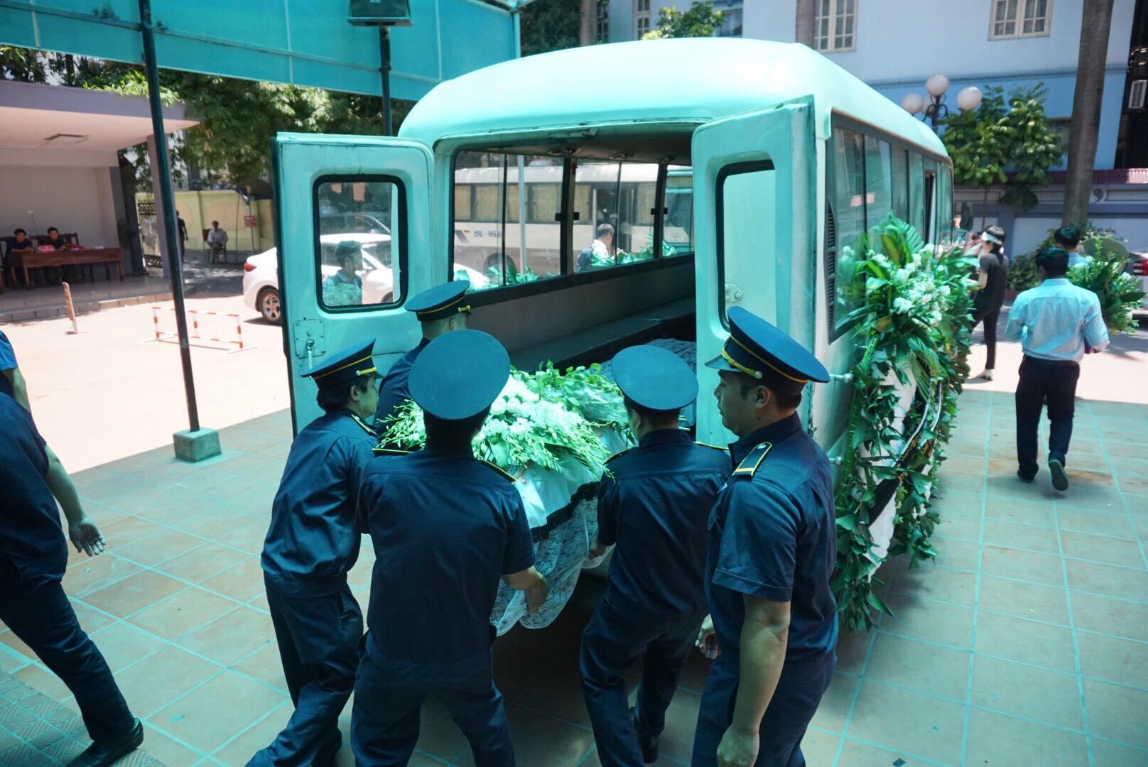 Lễ viếng kết thúc Vân Nhi được đưa đi mai táng