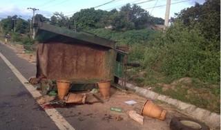 Xe tải và máy cày tông nhau kinh hoàng, 22 người thương vong