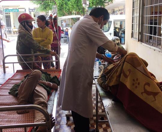 Gia Lai: 22 người thương vong sau cú tông của xe tải với máy cày