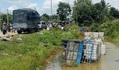 Tai nạn liên hoàn giữa xe tải và xe ba gác khiến 3 người tử vong