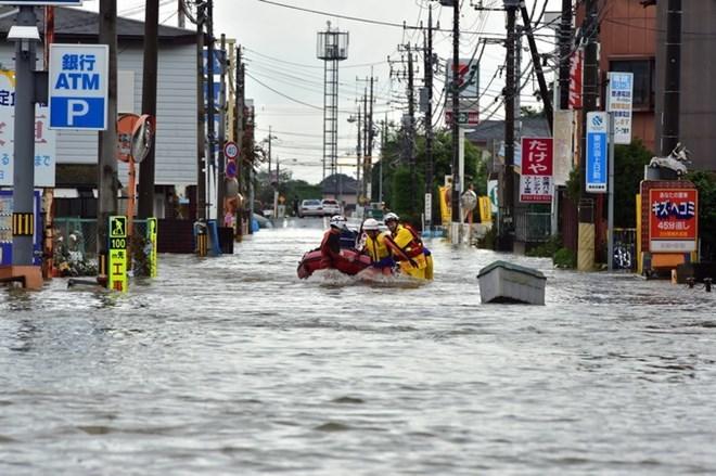 Hàng trăm nghìn người Nhật Bản rầm rộ di tản vì ngập cao kỉ lục