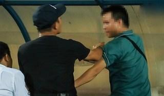 CĐV hành hung phóng viên: 'Tưởng không phải người Nam Định'