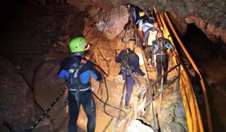 4 cầu thủ nhí Thái Lan có thể được đưa ra khỏi hang vào tối nay