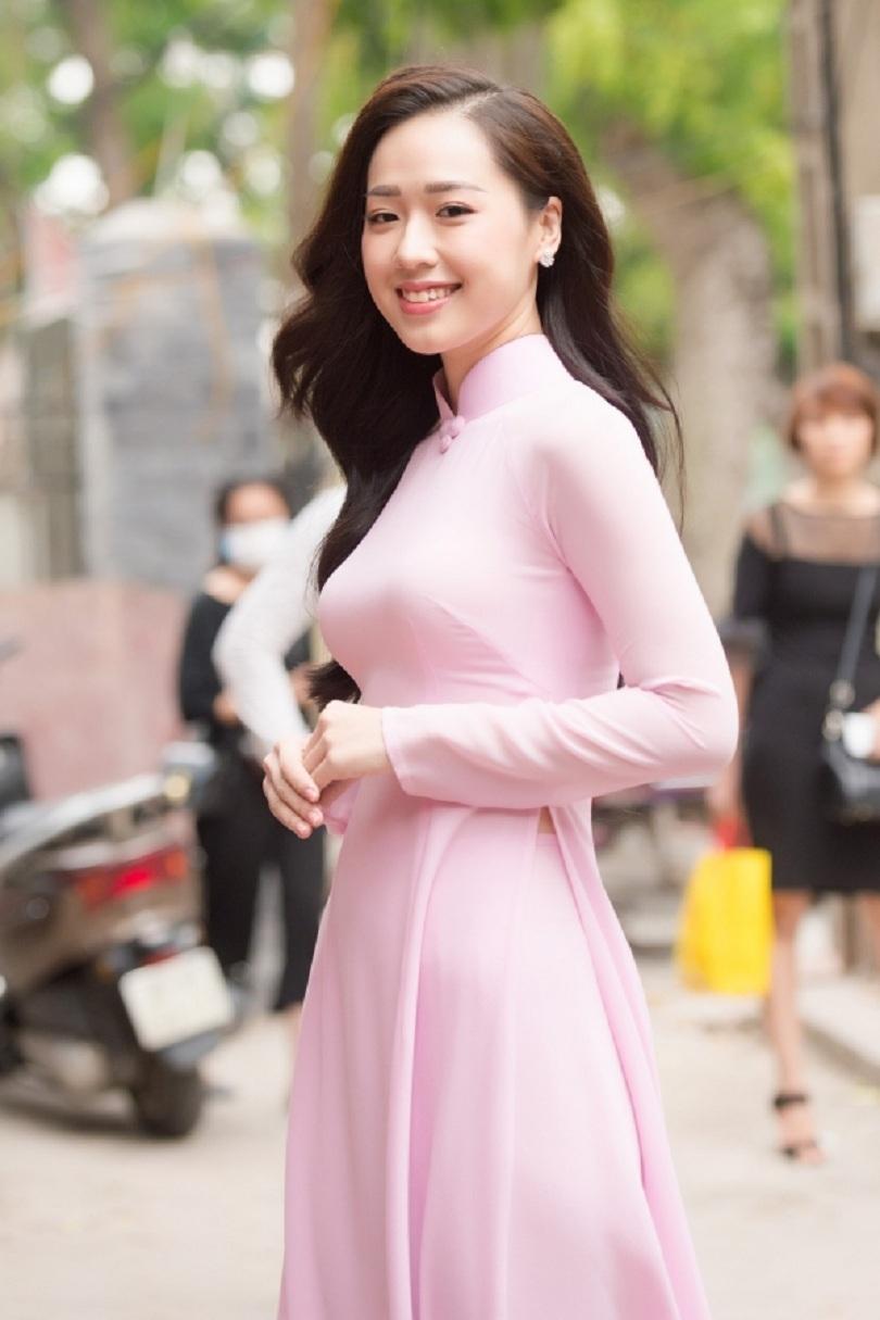 Nữ sinh tặng hoa Tổng thống Donald Trump dự thi Hoa hậu Việt Nam4