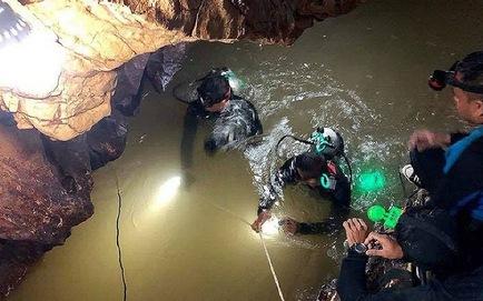 Thêm một cầu thủ nhí đội bóng Thái Lan được cứu thoát
