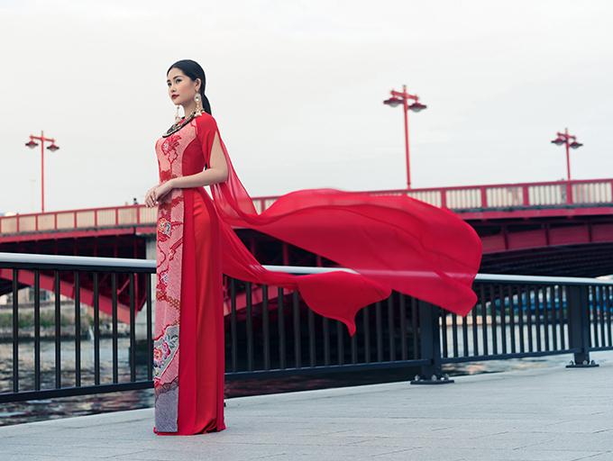 Hoa hậu Đại dương Lê Âu Ngân Anh mặc nội y khoe thân hình thắt đáy lưng ong