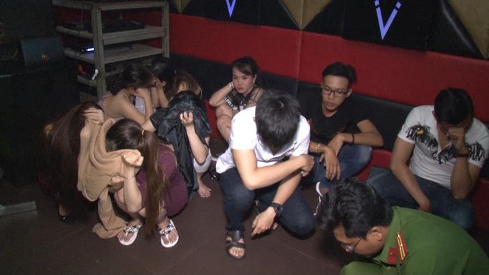 Nguyên cán bộ VKSND mở quán karaoke cho dân chơi sử dụng ma túy