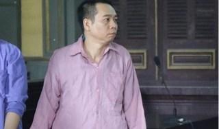 Con rể đâm cha mẹ vợ tới gãy cán dao tỏ ra ngơ ngẩn, chỉ gật và lắc đầu tại tòa
