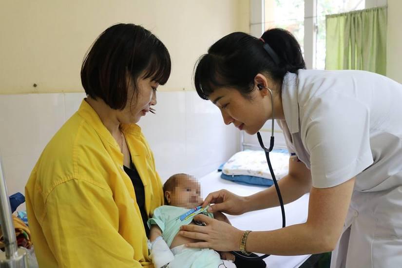 Phẫu thuật cứu bé sinh non bị thoát vị bẹn