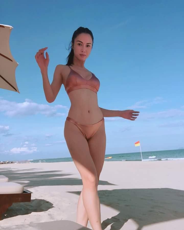 Vũ Ngọc Anh mặc bikini khoe đường cong nóng bỏng