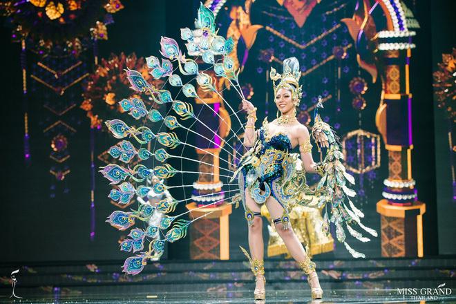 phần thi trang phục truyền thống, Hoa hậu Hòa bình Thái Lan