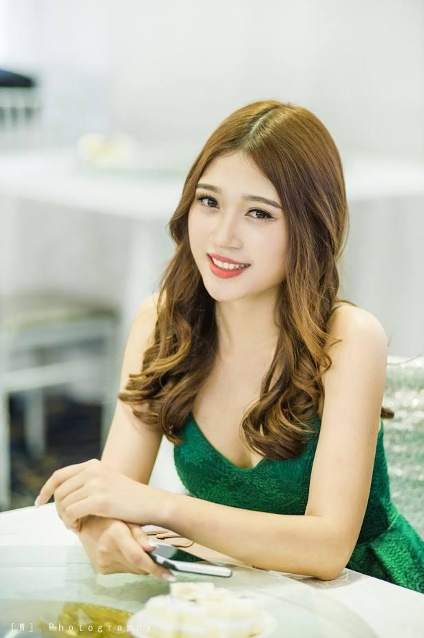 Hoa khôi Ngọc Anh tham gia bình luận World Cup7