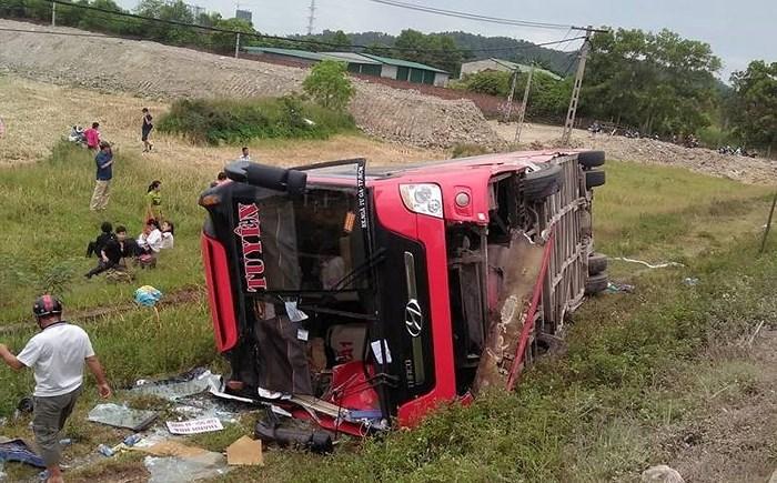 Nghệ An: Khởi tố tài xế điều khiển xe khách lao xuống ruộng