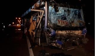 Ninh Bình: Hành khách hoảng loạn khi xe khách va chạm với xe tải